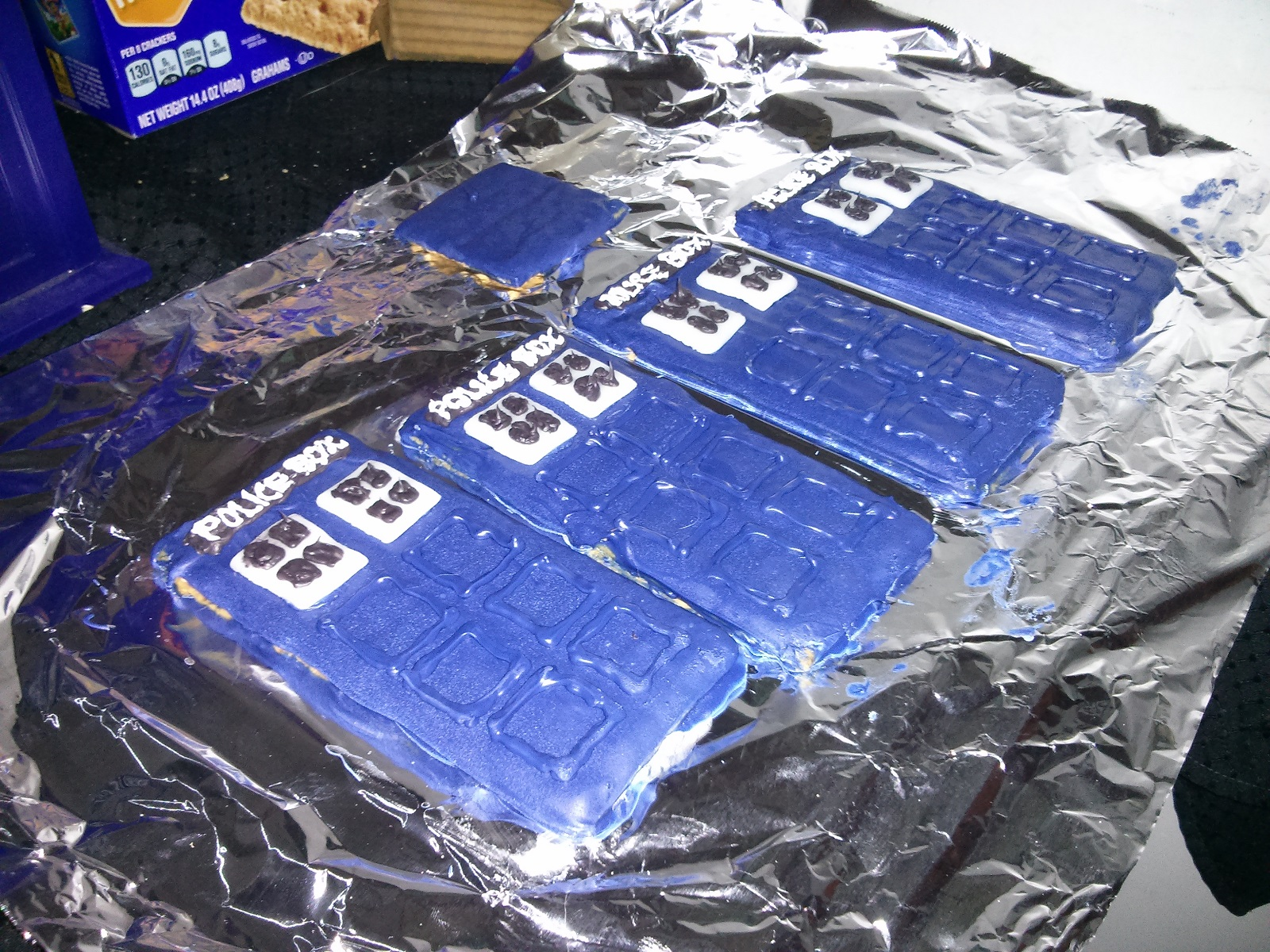 Gingerbread Tardis Detailed Piping